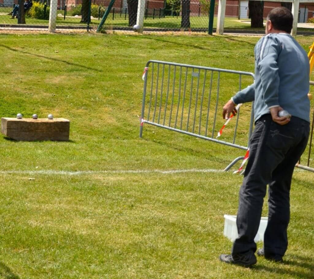 jeu traditionnel en bois de lancer
