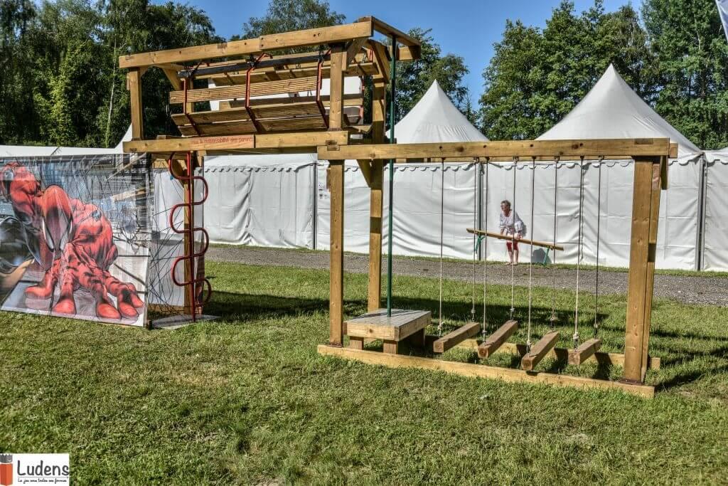 Un parcours de motricité de 13 agrès - Un tunnel sensoriel - 10 jeux traditionnels en bois aventure motricité