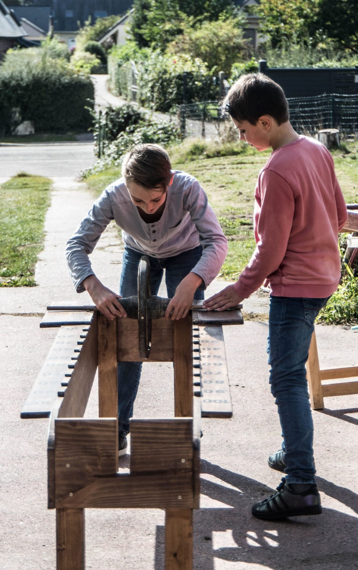 La meule jeu en bois traditionnel d'adresse