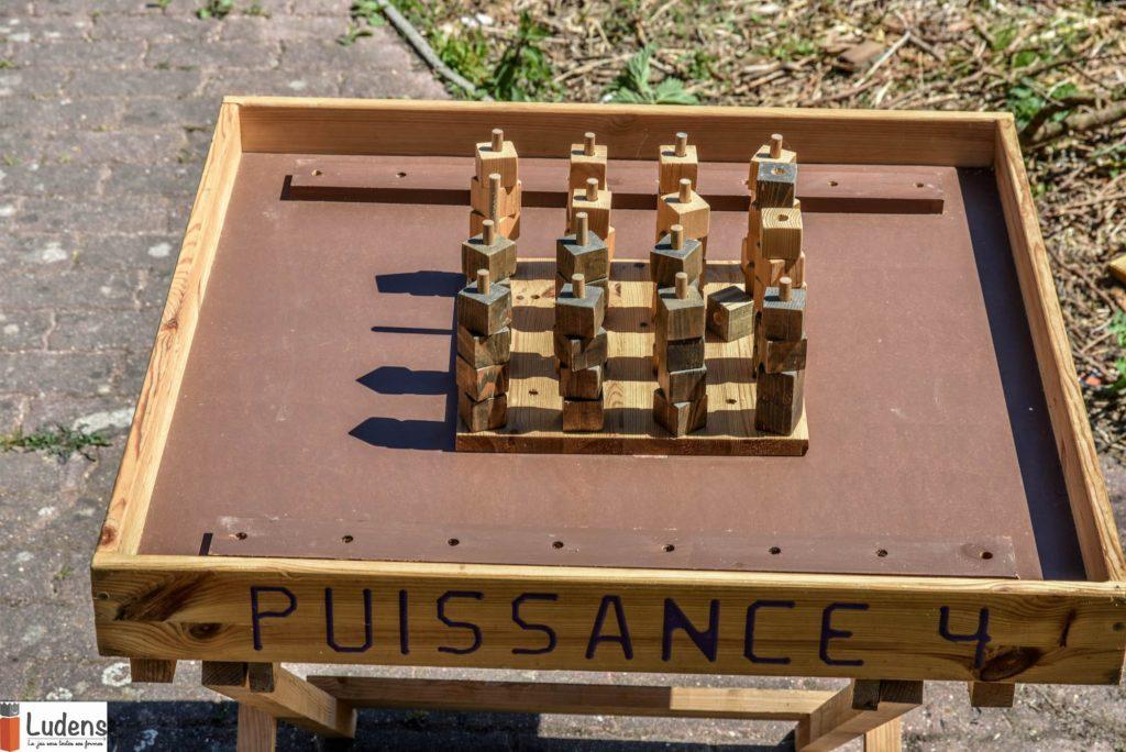 Puissance-4 jeu en bois traditionnel